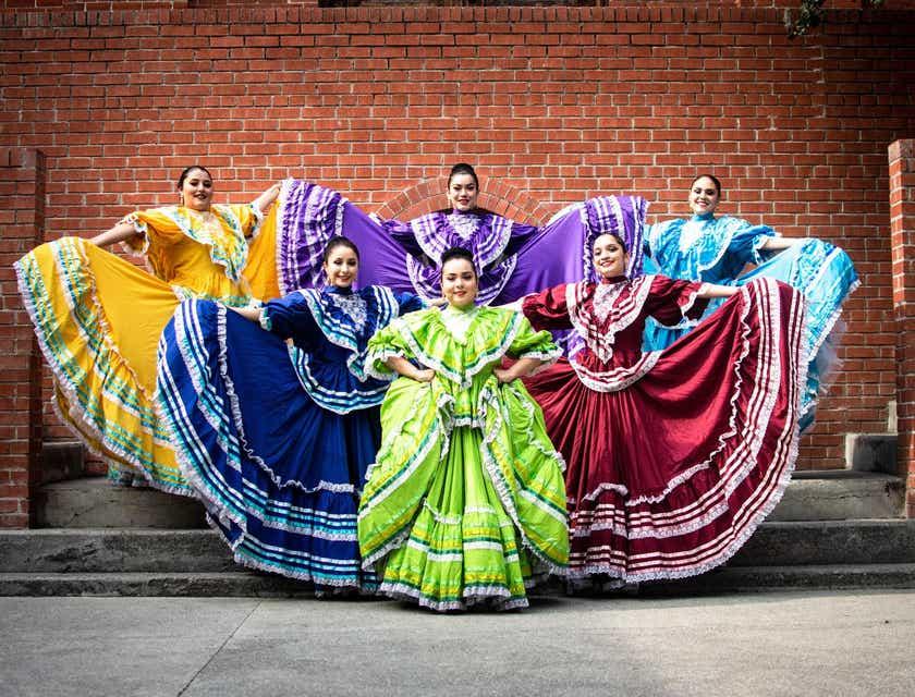 Nombres para academias de danzas folklóricas